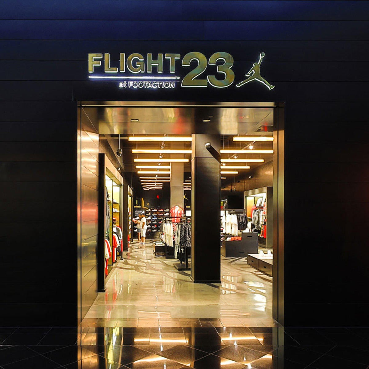 Flight 23 at Footaction | Miracle Mile